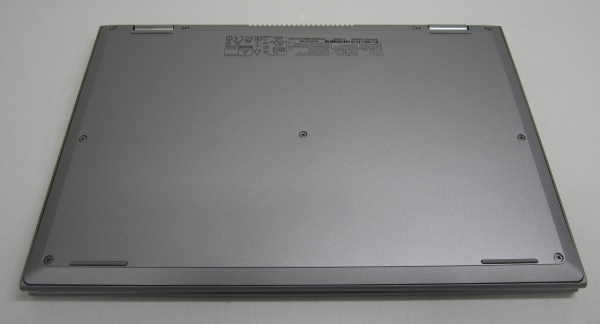 Inspiron 11 3000シリーズ 2 in 1の裏面